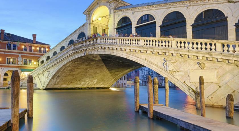 Découvrez Venise à pied et en gondole